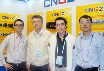 广珠电气与国外客户合影